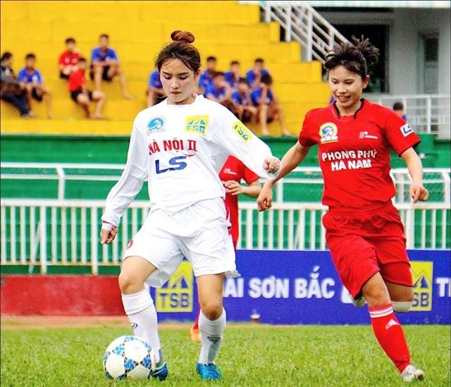 Vẻ đẹp mê mẩn của 2 hotgirl làng bóng đá nữ Việt Nam