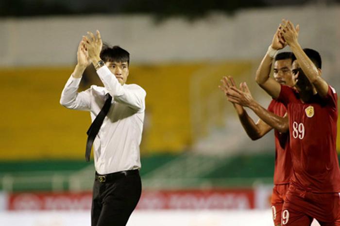 """""""Ronaldo Việt"""" lắc đầu, Công Vinh sầu vì hụt sao."""