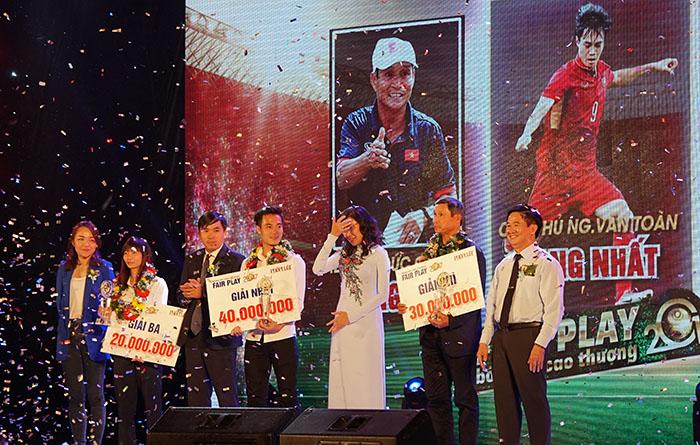 Văn Toàn được vinh danh tại giải Fair Play 2017 - Bóng Đá