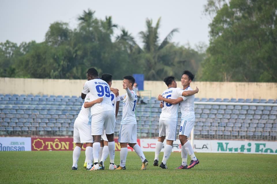 TRỰC TIẾP Quảng Nam 1-0 FLC Thanh Hóa: Tiến Dũng mắc lỗi, chủ nhà vượt lên - Bóng Đá