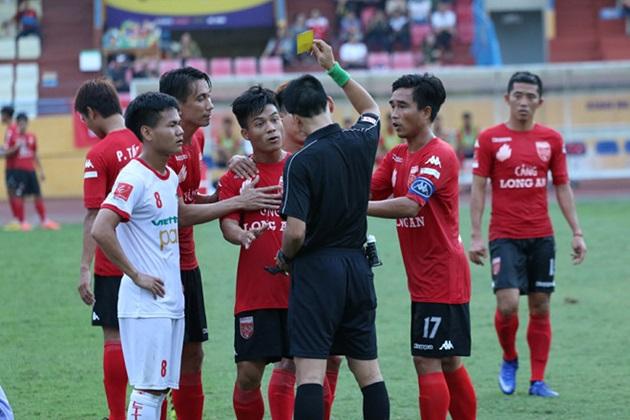 Tiền vệ Huỳnh Tấn Tài sốc nặng trước án phạt nguội của VFF - Bóng Đá