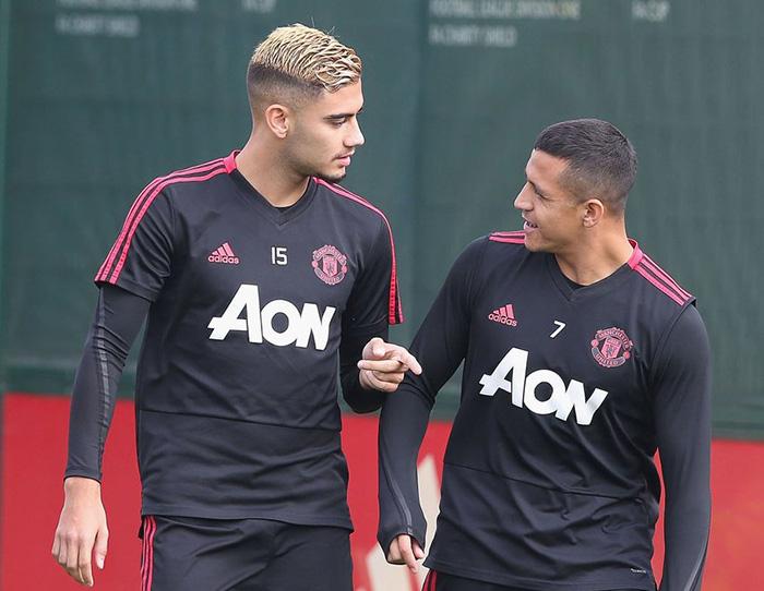 Đây, 2 cái tên có nguy cơ rời Man Utd ngay trong tháng Giêng (Pereira, Sanchez) - Bóng Đá