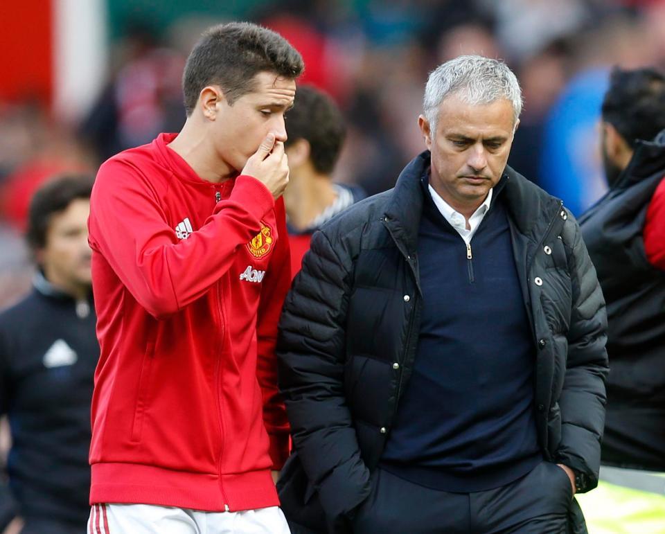 Chưa chốt tương lai ở M.U, Herrera gửi tối hậu thư đến Mourinho - Bóng Đá
