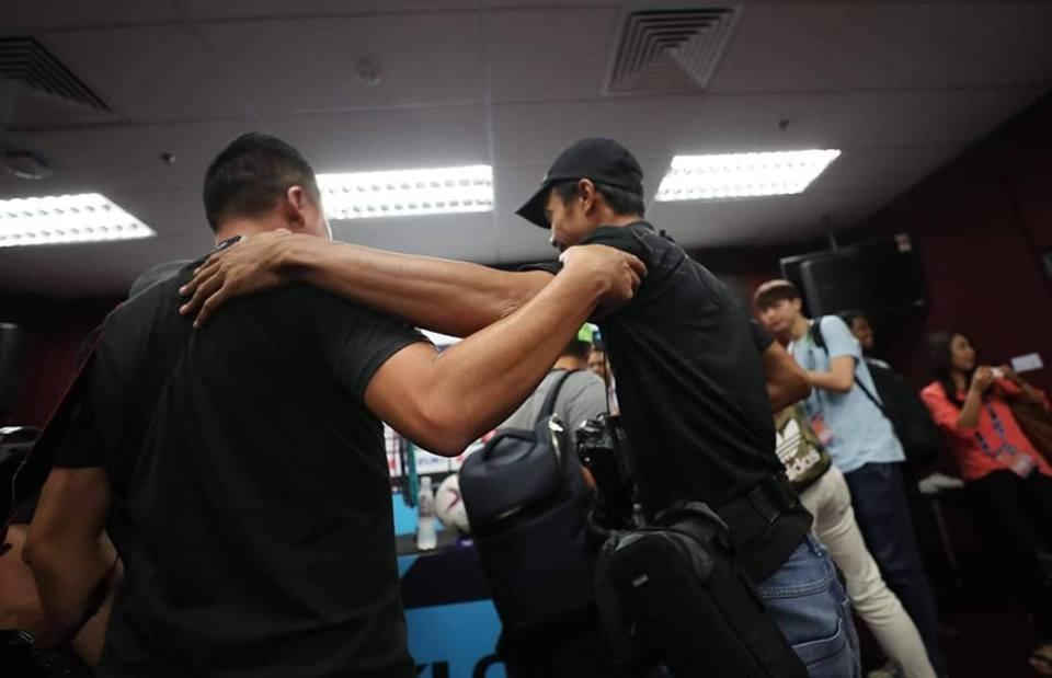 NÓNG: Phóng viên Malaysia suýt