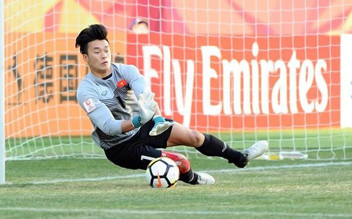 Văn Lâm xuất sắc ở AFF Cup, nhưng Asian Cup là sân khấu của Tiến Dũng? - Bóng Đá