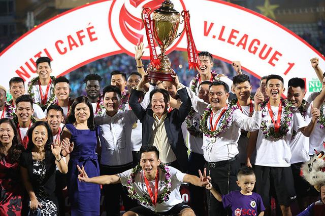 Bóng đá Việt Nam 2018: Rồng Vàng ra oai, xưng vương Đông Nam Á - Bóng Đá