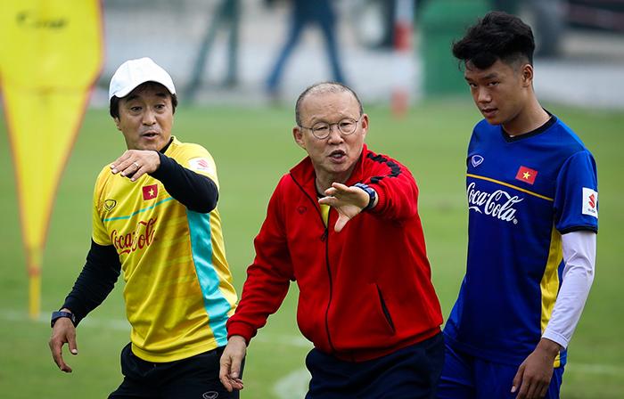 Nhìn người Thái, HLV Park Hang-seo có cảm thấy lo cho ĐT Việt Nam? - Bóng Đá
