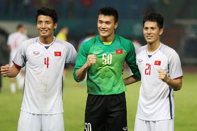 Sợ nhầm lẫn, BTC Asian Cup dùng cách này phân biệt 2 cái tên Bùi Tiến Dũng - Bóng Đá