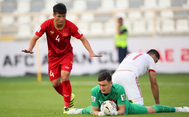 Báo châu Á chỉ ra tuyển thủ Việt Nam chơi