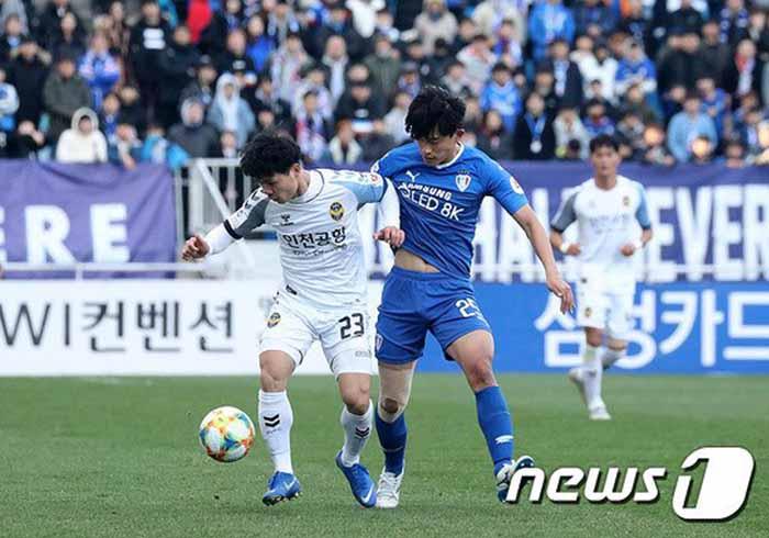 HLV Incheon nói 1 điều thật lòng về màn trình diễn của Công Phượng trận gặp Suwon - Bóng Đá