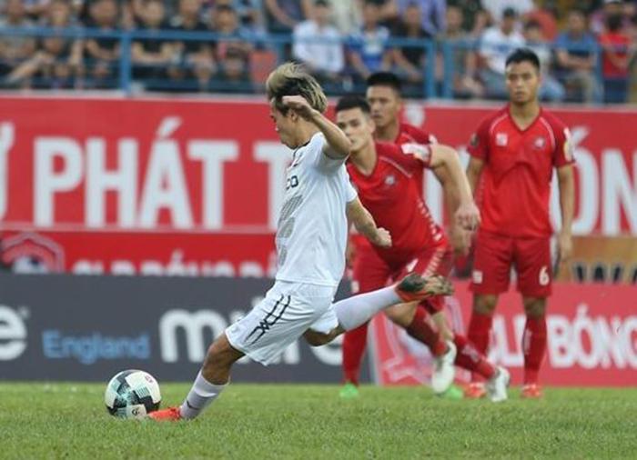 Tuyển thủ Việt Nam và bóng đen penalty phủ kín - Bóng Đá