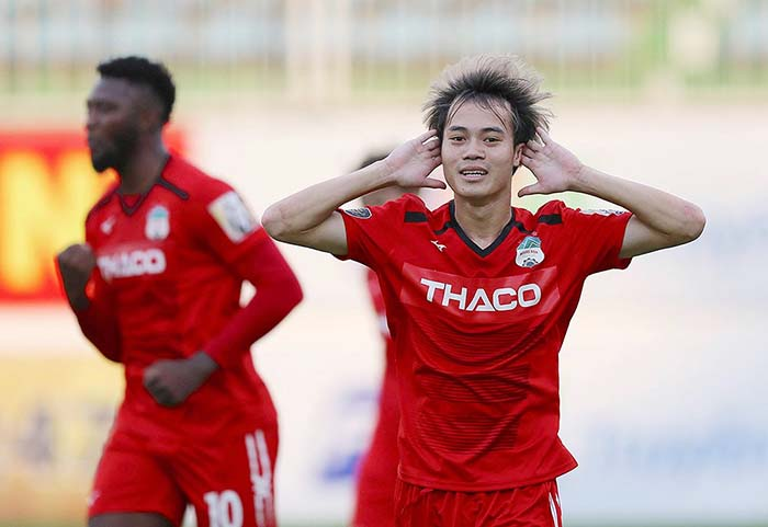 Nguyễn Văn Toàn và sứ mệnh tiếp gót Anh Đức làm rạng danh bóng đá Việt - Bóng Đá
