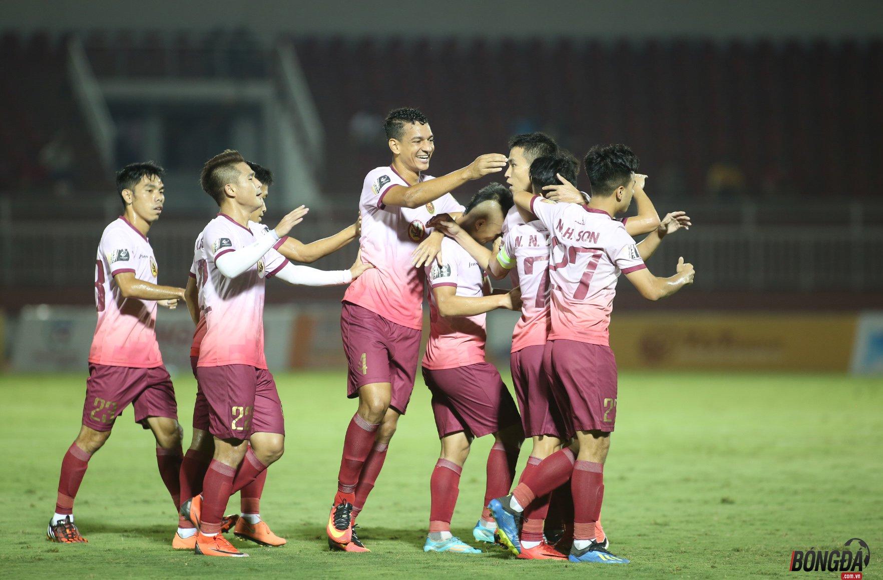 4 trận đấu sớm vòng 10 V-League: TP.HCM thăng hoa, Viettel tiếp tục thảm bại - Bóng Đá