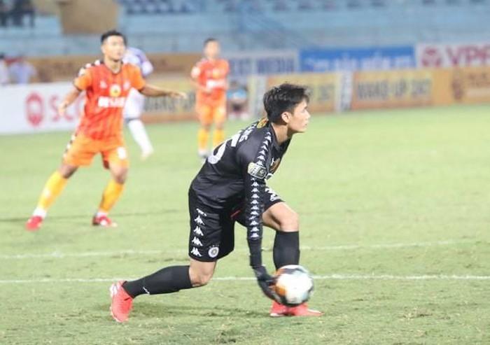 Bùi Tiến Dũng ra mắt CLB Hà Nội: