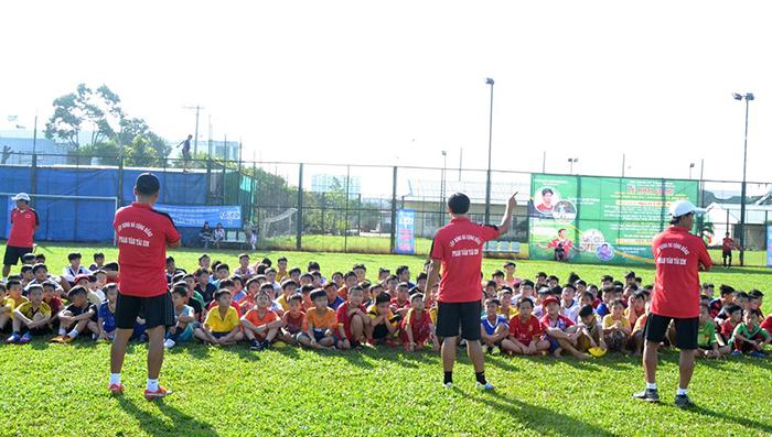 Nhà vô địch AFF Cup 2008 mở lớp bóng đá cộng đồng tại Long An - Bóng Đá