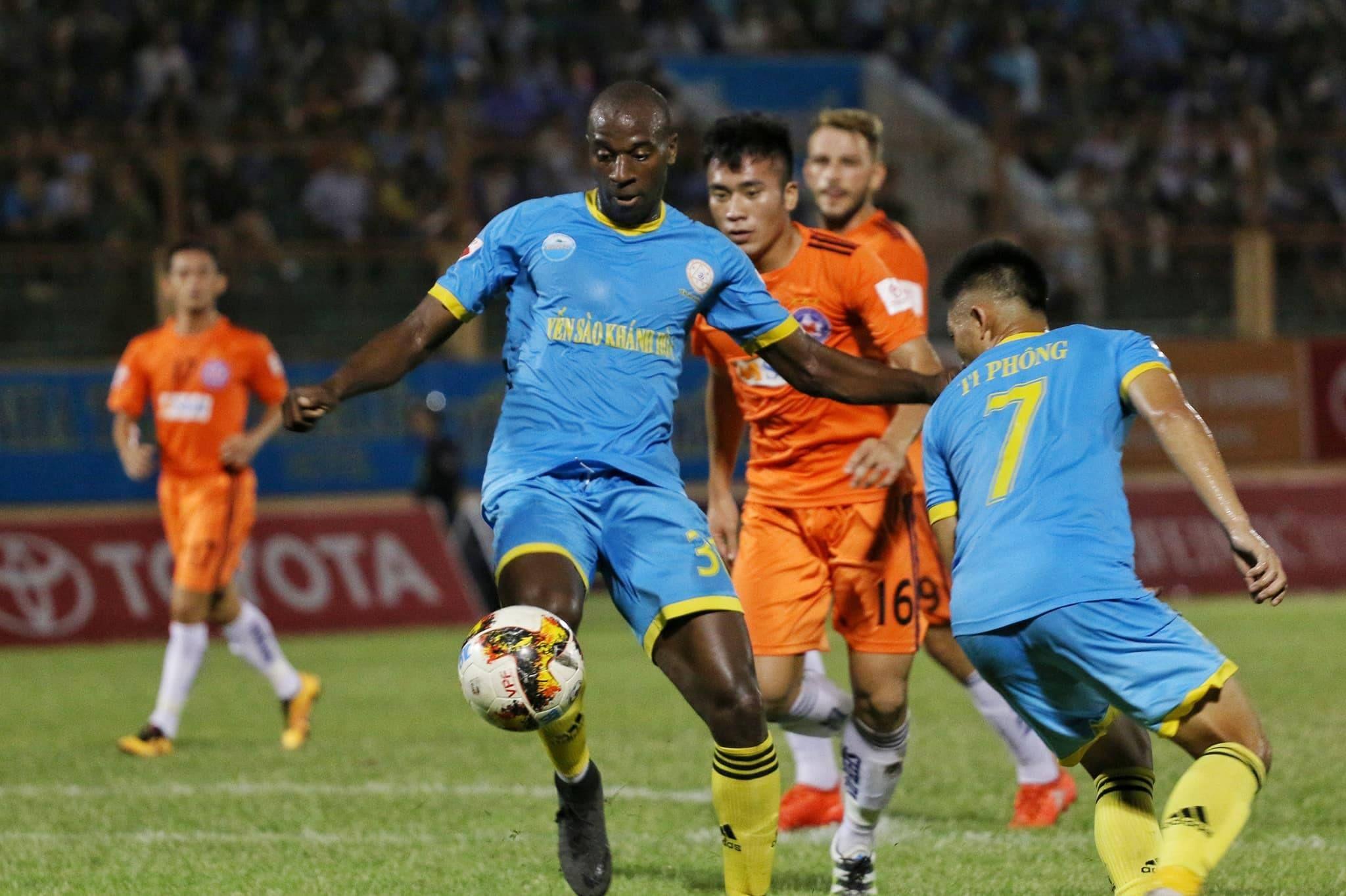 Nhìn lại lượt đi V-League 2019: Thành bại tại ngoại binh - Bóng Đá