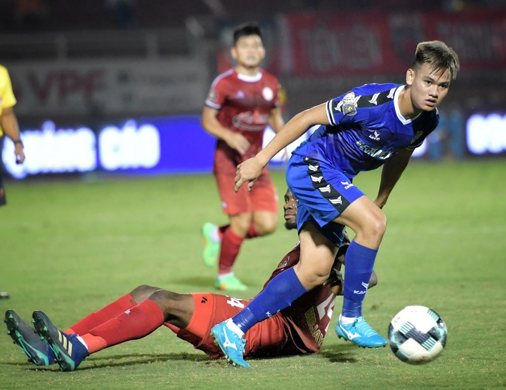 Dư âm 4 trận đấu sớm vòng 15 V-League: Quảng Nam hồi sinh, TP.HCM trở lại đường đua - Bóng Đá