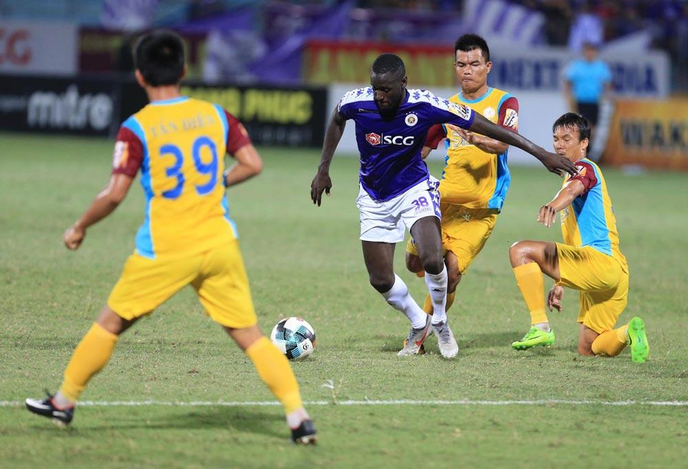 Đánh rơi chiến thắng, HLV Chu Đình Nghiêm nói lời cay đắng về trọng tài - Bóng Đá