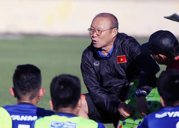 Cùng đá 3-4-3 nhưng vì sao ĐT Việt Nam tạo kỳ tích còn HAGL lại lâm nguy? - Bóng Đá