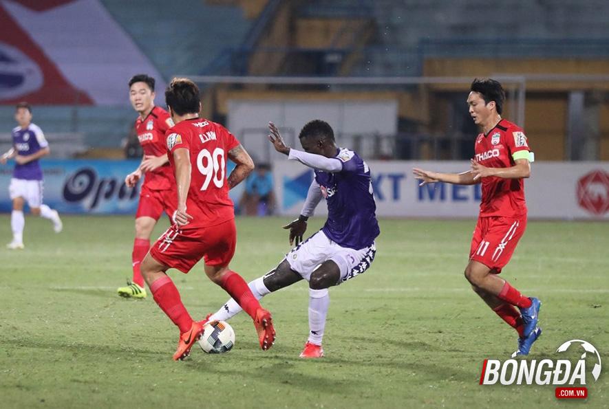 TRỰC TIẾP CLB Hà Nội 1-0 HAGL (Hiệp 2): Đội khách khẩn trương - Bóng Đá