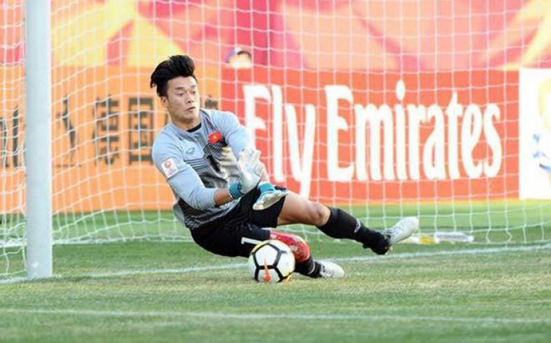 Thầy Park thử nghiệm nhiều thủ môn mới: Nguy cho Bùi Tiến Dũng? - Bóng Đá