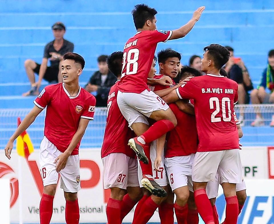 Hạng Nhất 2019: Vé thăng hạng an bài, quyết liệt cuộc đua giành vé play-off - Bóng Đá