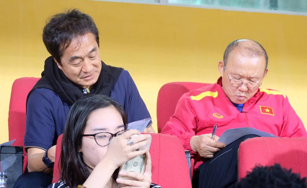 Chuẩn bị cho trận gặp Malaysia, thầy Park quyết định vào vai