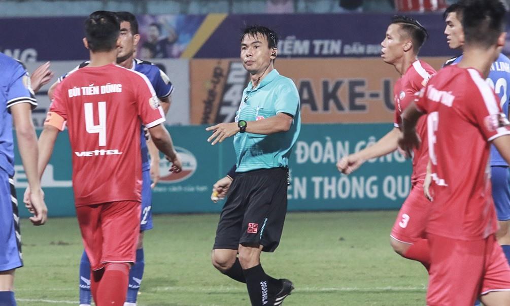 Trọng tài V-League tiếp tục bẻ còi: Căn bệnh nan y chưa có thuốc chữa - Bóng Đá