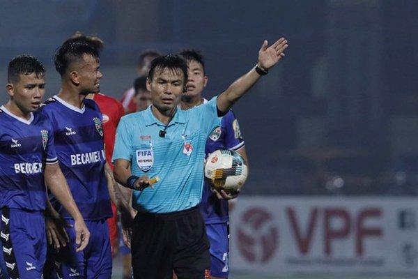 Sếp lớn VPF khẳng định 1 điều về trọng tài FIFA bẻ còi tại vòng 24 V-League - Bóng Đá