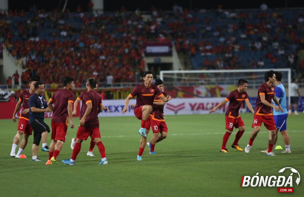 TRỰC TIẾP Việt Nam vs Malaysia: Tuấn Anh, Công Phượng đá chính - Bóng Đá