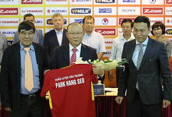 Tròn 2 năm HLV Park Hang-seo đến Việt Nam: Hơn cả sự tuyệt vời! - Bóng Đá