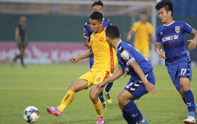 Minh Vương lập cú đúp, HAGL đẩy Sanna Khánh Hoà xuống chơi giải Hạng Nhất - Bóng Đá