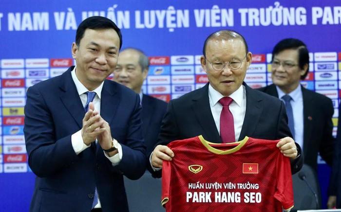 VFF lên tiếng về cách thức chi trả tiền lương cho HLV Park Hang-seo - Bóng Đá