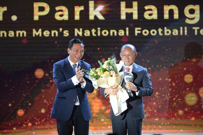 HLV Park Hang-seo, Quang Hải ẵm giải cá nhân xuất sắc tại AFF Awards 2019 - Bóng Đá
