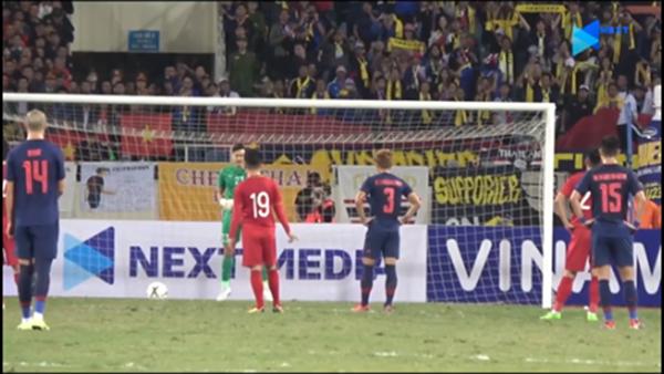 CHOÁNG! Lộ hình ảnh Quang Hải làm điều không ngờ giúp Văn Lâm cản penalty - Bóng Đá
