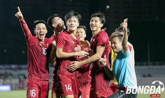 HLV Park Hang-seo lao vào sân, bênh vực Tiến Linh sau tình huống bị gây hấn - Bóng Đá