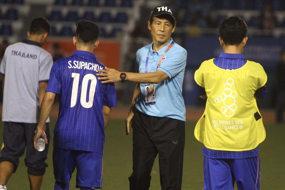 Bị U22 Việt Nam loại khỏi SEA Games, HLV Nishino đổ lỗi cho 1 nguyên nhân - Bóng Đá