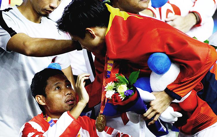 Báo Indonesia ca ngợi 1 hành động của Đoàn Văn Hậu, so sánh với Sergio Ramos - Bóng Đá