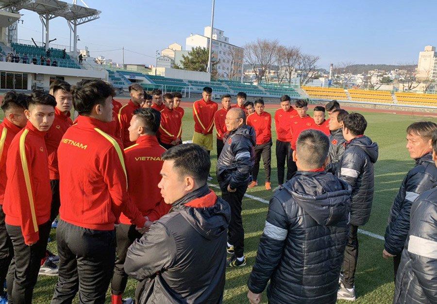 HLV Park Hang-seo liên tiếp đón tin vui từ Đình Trọng và Quang Hải - Bóng Đá