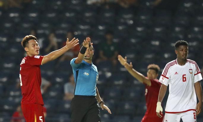 Sao U23 Việt Nam: Cả đội nín thở khi trọng tài rút lại quả phạt đền của UAE - Bóng Đá