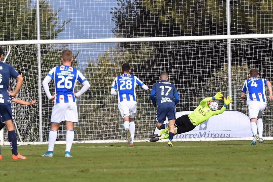 Đoàn Văn Hậu đá 45 phút trong ngày Heerenveen giành chiến thắng sít sao - Bóng Đá