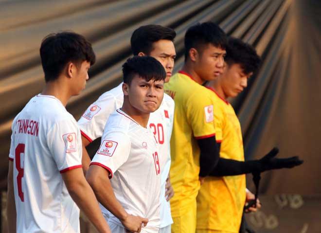 Đội nhà chưa khai hoả, Quang Hải hiến kế cho các chân sút U23 Việt Nam - Bóng Đá