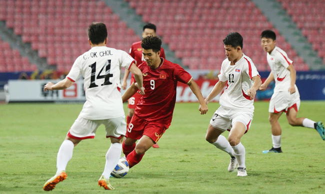 HLV Triều Tiên bênh vực Bùi Tiến Dũng, chỉ ra điểm yếu của U23 Việt Nam - Bóng Đá
