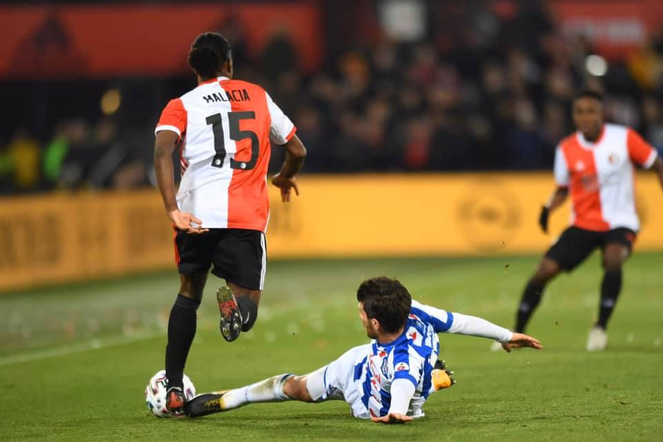 Đoàn Văn Hậu ngồi dự bị trong ngày Heerenveen thua đậm trên sân khách - Bóng Đá