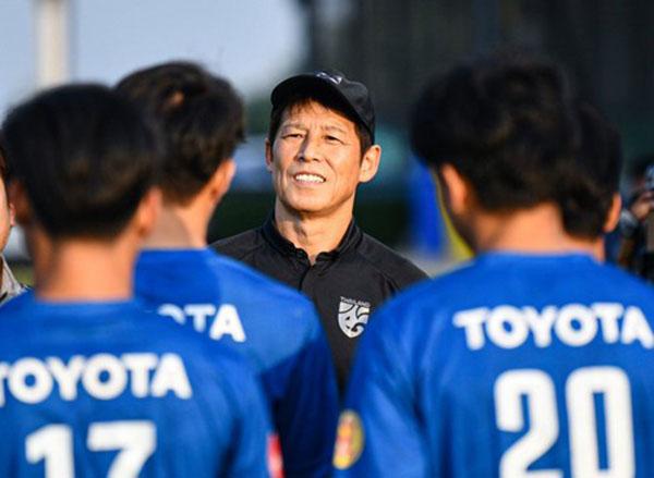 LĐBĐ Thái Lan gia hạn với HLV Nishino, trả lương gấp đôi thầy Park - Bóng Đá