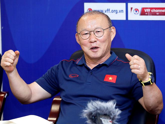HLV Park Hang-seo gửi lời chúc Tết ấm áp đến NHM Việt Nam - Bóng Đá
