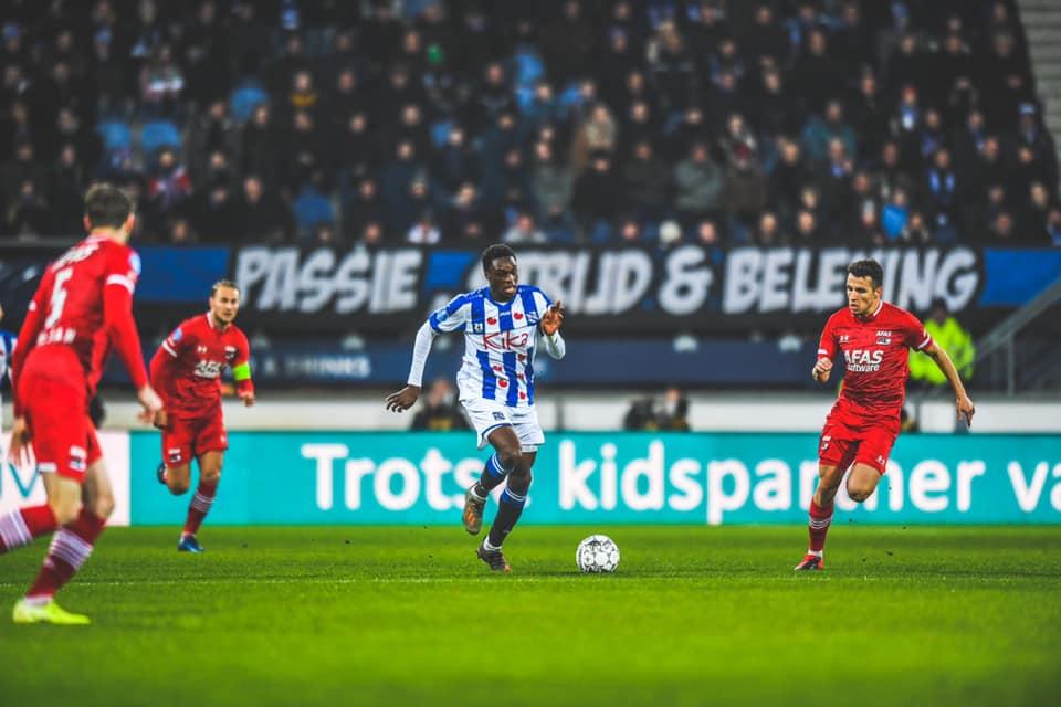 Đoàn Văn Hậu không vào sân, SC Heerenveen ngã ngựa trên sân nhà - Bóng Đá