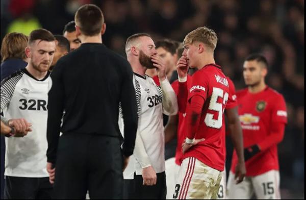 Bật bãi khỏi FA Cup, Rooney kéo 1 đàn em lại nói chuyện - Bóng Đá