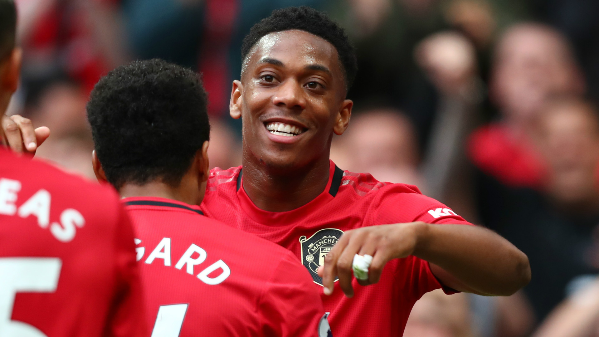 Man Utd star Anthony Martial baffles fans with bold new look - Bóng Đá