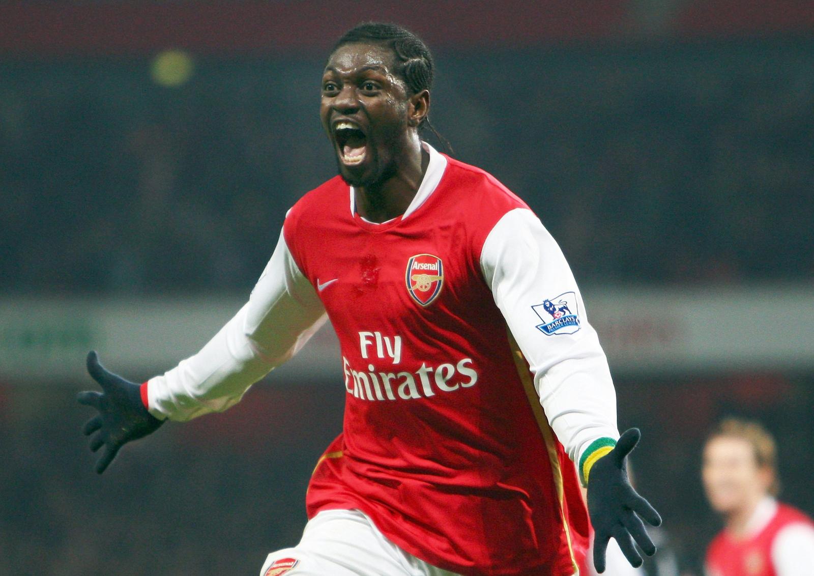 """""""Gã Judas"""" của Arsenal gặp trở ngại trên đường hồi hương lánh dịch"""